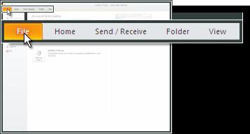 Open Outlook 2010 en ga naar Bestand